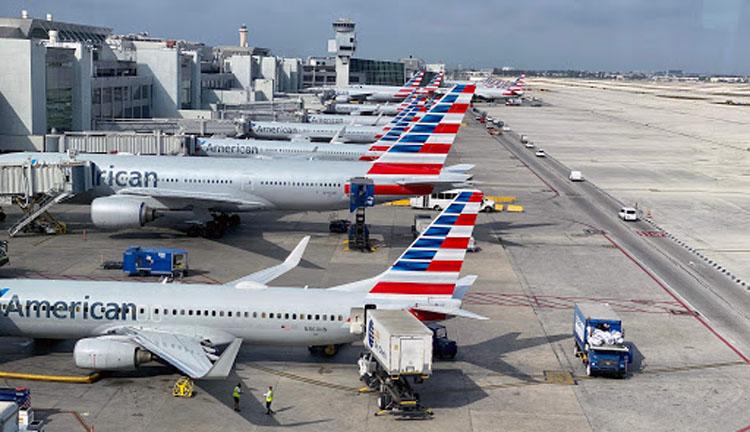 अमेरिकन एयरलाइन्सले २५ हजार कर्मचारी कटौती गर्ने