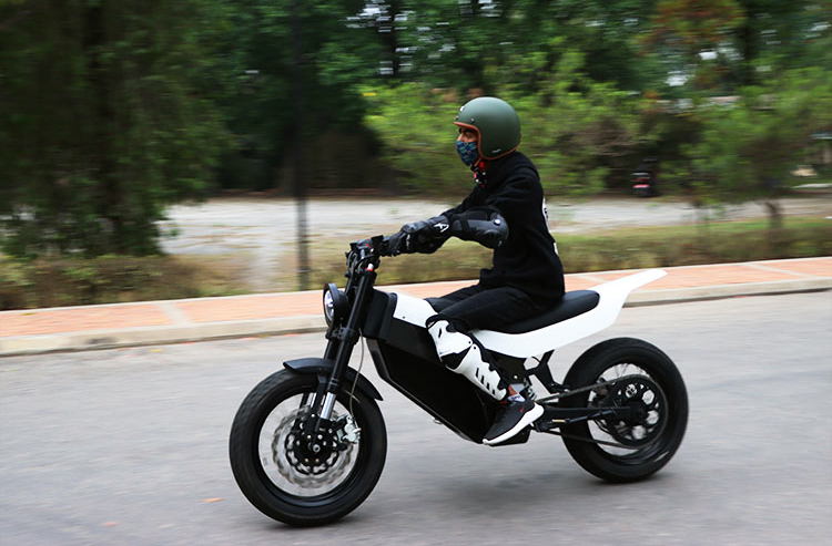 अटोमोबाइलमा आशा जगाउँदै नेपाली युवा, नेपालमै बनेको इलेक्ट्रीक बाइकको टेष्ट ड्राइभ शुरू