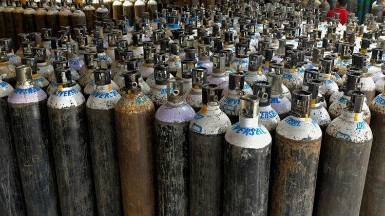 ओमानबाट ६०० थान अक्सिजन सिलिण्डर ल्याइने