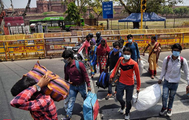 कोरोनाले आक्रान्त भारतमा बेरोजगारी पनि बढ्दो, १ महिनामै गुम्यो थप ७० लाखको रोजगारी