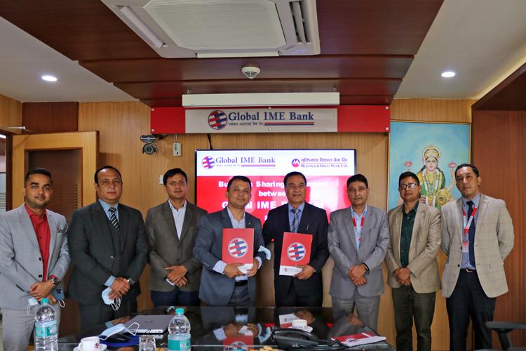 ग्लोबल आइएमई र मुक्तिनाथ बैंकबीच सम्झौता